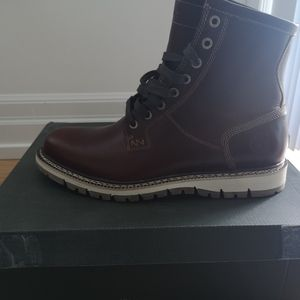 BNIB Timberland Boots - Brown Burgundy - Size 8